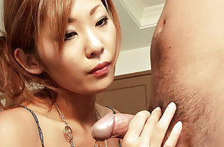 Erena Kurosawa explores the brush boyfriends congress to the brush tongue with the addition of thumbs